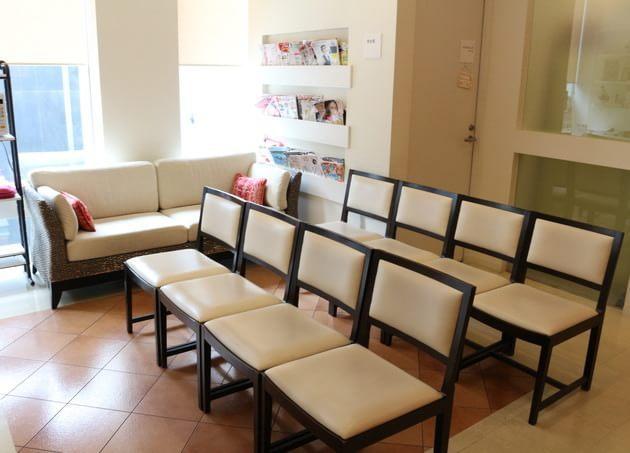 対馬ルリ子女性ライフクリニック銀座 待合室