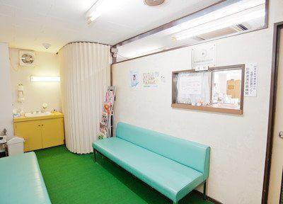 信宅ビル歯科医院 清瀬市 待合室の写真