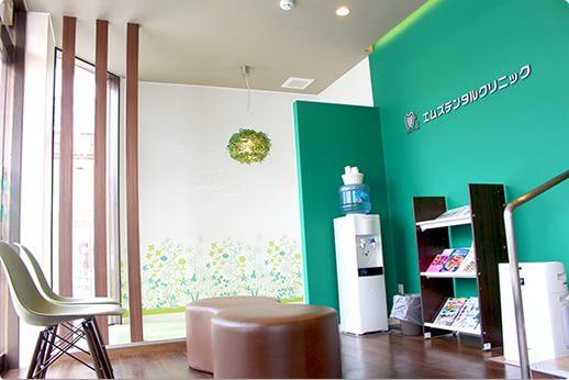 エムズデンタルクリニック 昭島市 待合室の写真