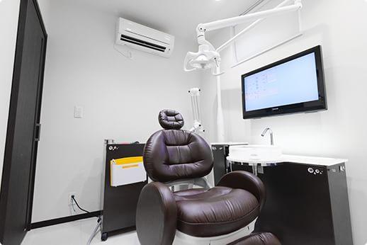 アクリアデンタルクリニック 多摩市 完全個室の診察室