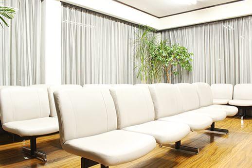 新井歯科医院 多摩市 待合室の写真