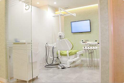 エムズデンタルクリニック 昭島市 個室の診察室
