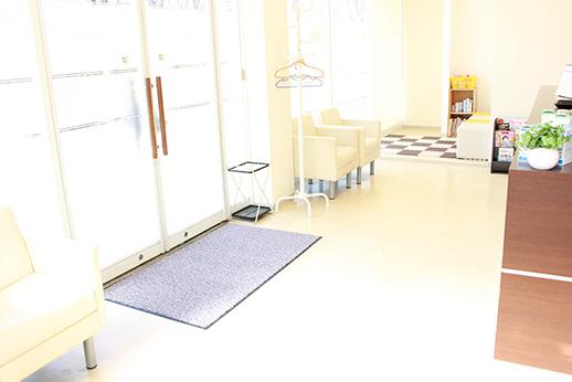 向陽台総合歯科 稲城市 待合室の写真