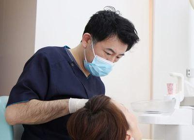 ふるかわ歯科クリニック 福生市 無痛治療を行う歯科医師の写真