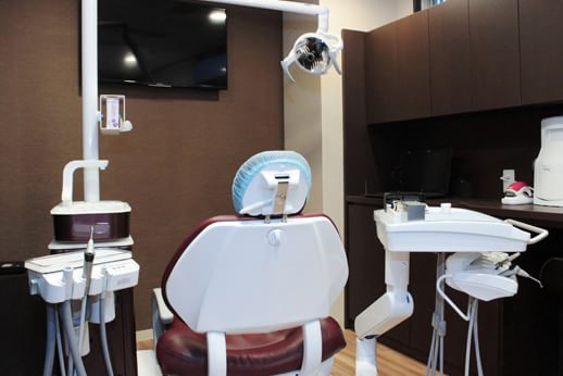 カラサワ歯科クリニック 新宿駅 完全個室の診察室の写真