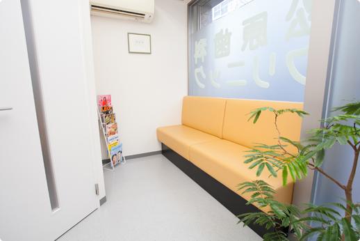 松原歯科クリニック 新御徒町駅 待合室の写真