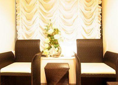新宿オランジェ歯科・矯正歯科 待合室の写真