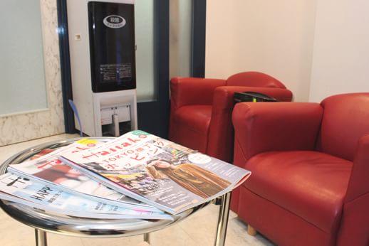 カラサワ歯科クリニック 新宿駅 待合室の写真