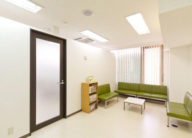 第一歯科 立川駅 待合室の写真