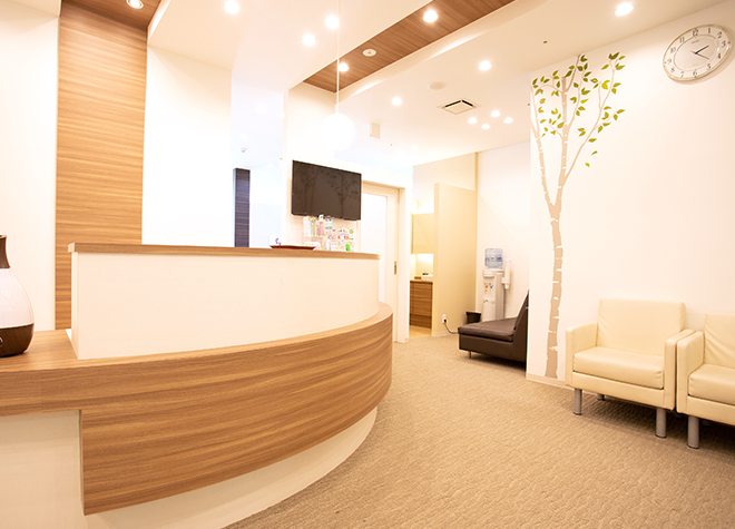 たかすぎ歯科クリニック 府中駅 待合室の写真