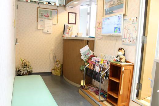 ハローデンタルクリニック 勝どき駅 待合室の写真