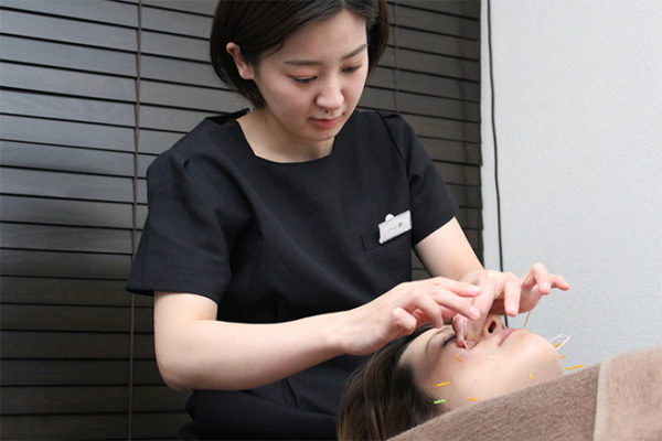 女性専用美容鍼灸サロン ヴィクトワール 池袋 女性鍼灸師