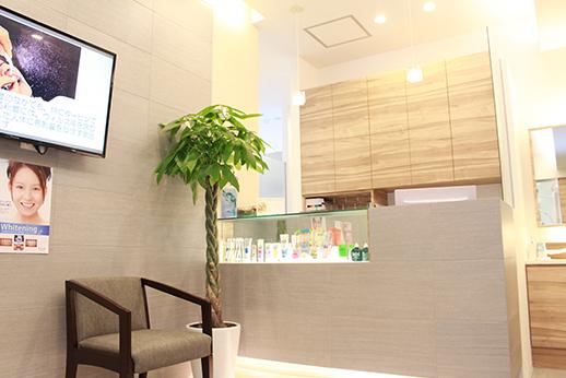 金町駅前やなぎ歯科 待合室の写真