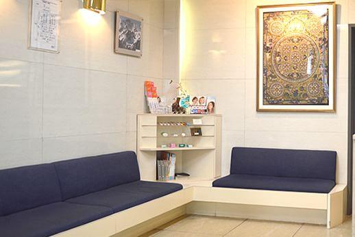 川口歯科診療所 新宿 待合室