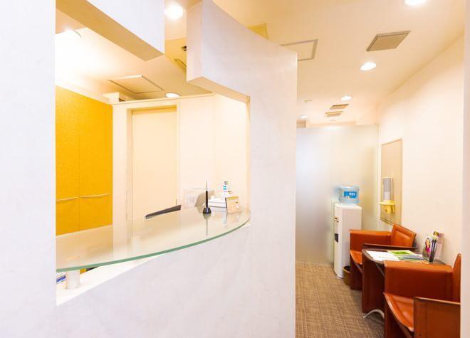 銀座五丁目歯科 待合室