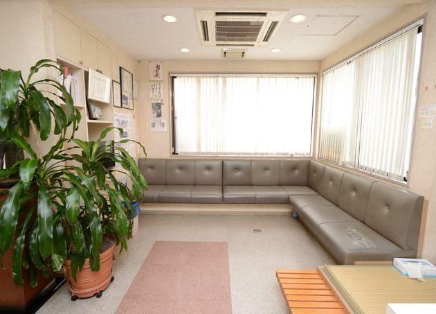 天下堂医院 芦花公園駅 待合室