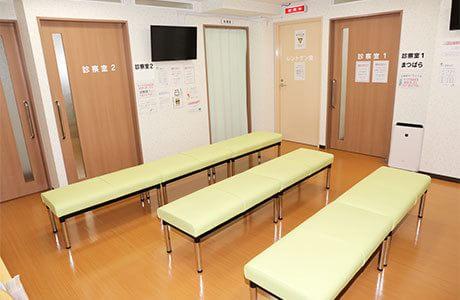 医療法人社団さくら 瑞江総合クリニック 待合室