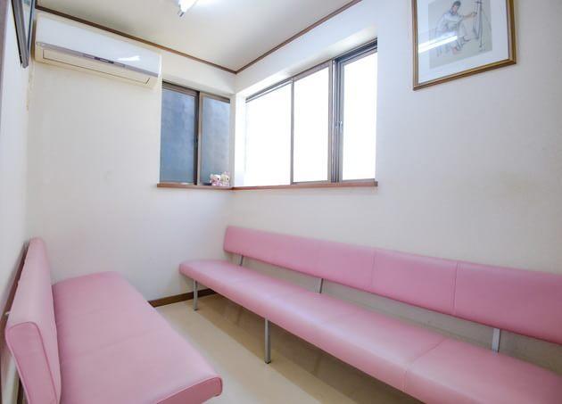 小出医院 駒込 待合室